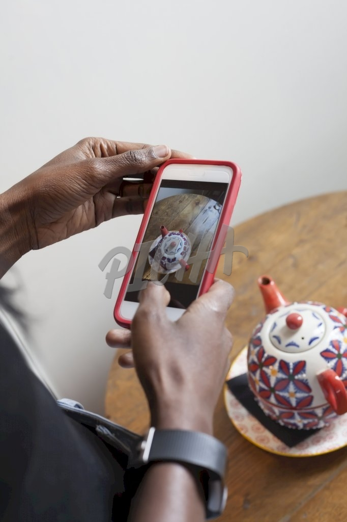 Photographing a teapot