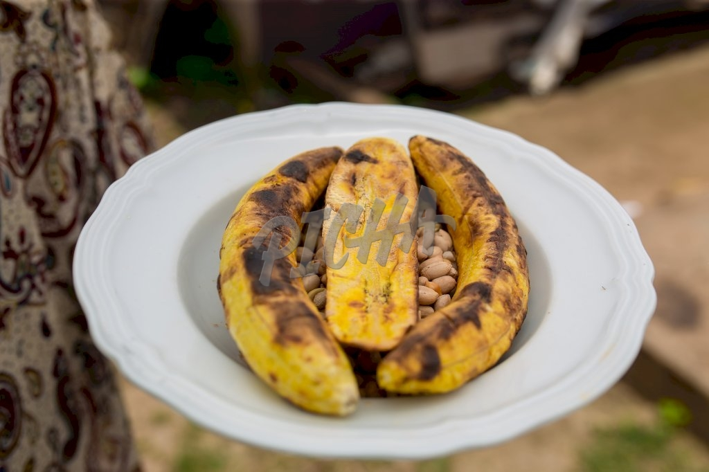 Roasted Plantains and Peanuts