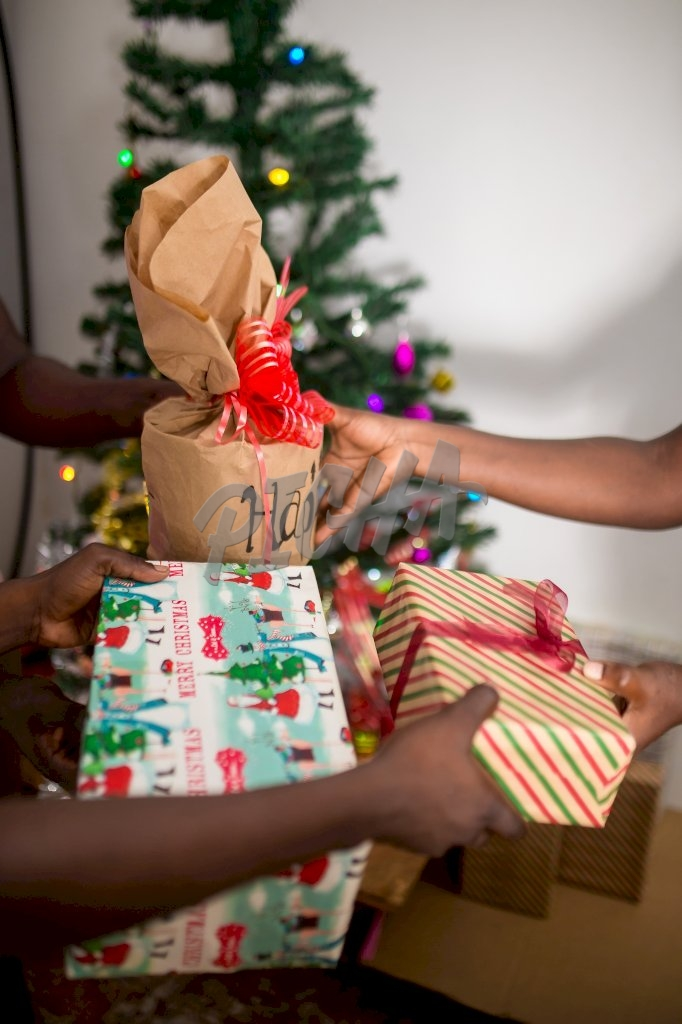 Exhanching Christmas gifts
