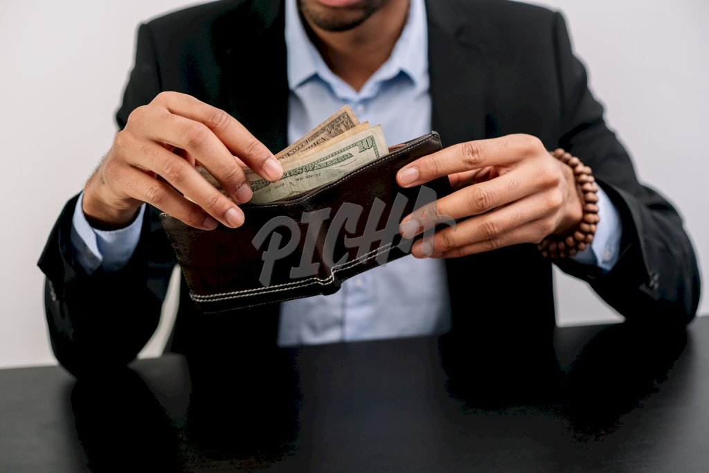 Pulling money from wallet