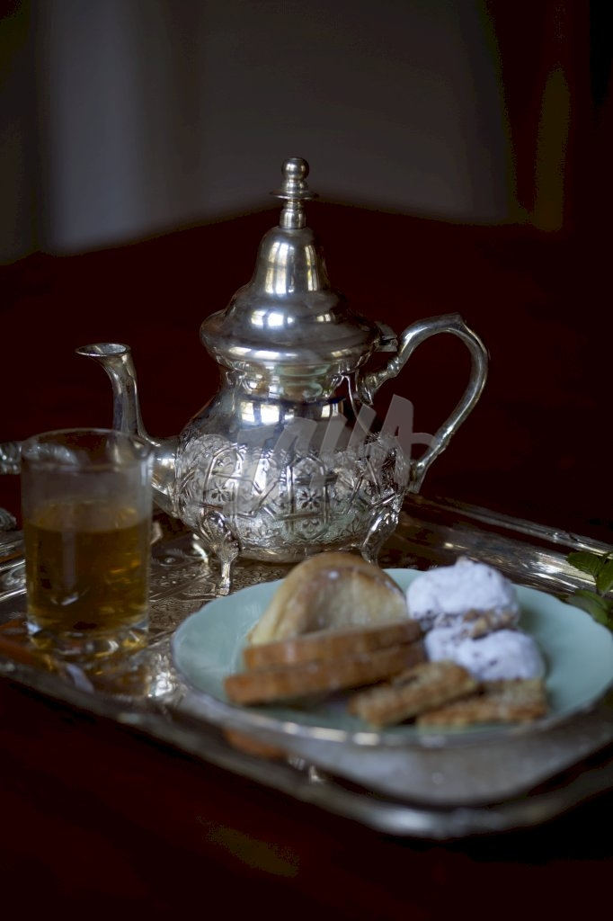Moroccan tea and biscuit