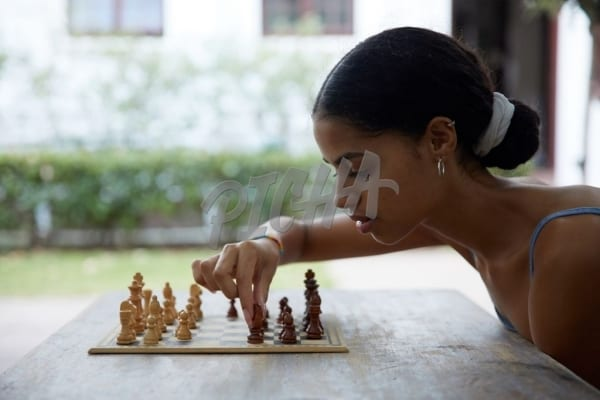 Playing chess in warm weather