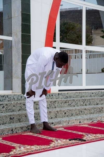 Bowing in prayer