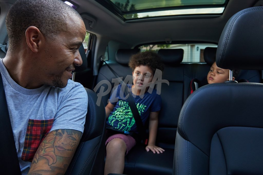 Dad and kids in the car