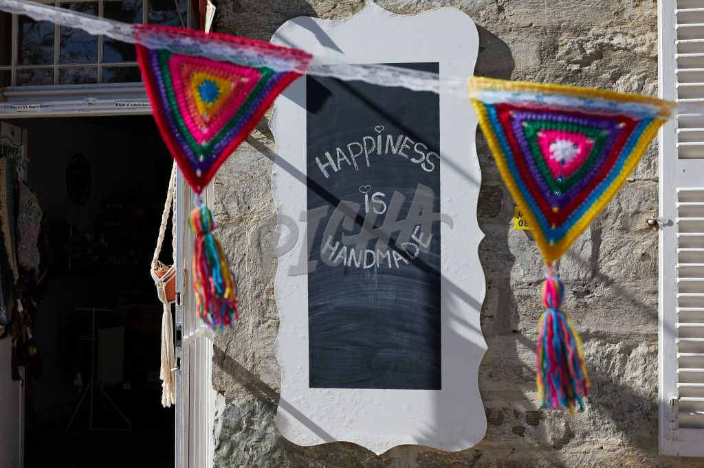 """Happiness is handmade"" sign"