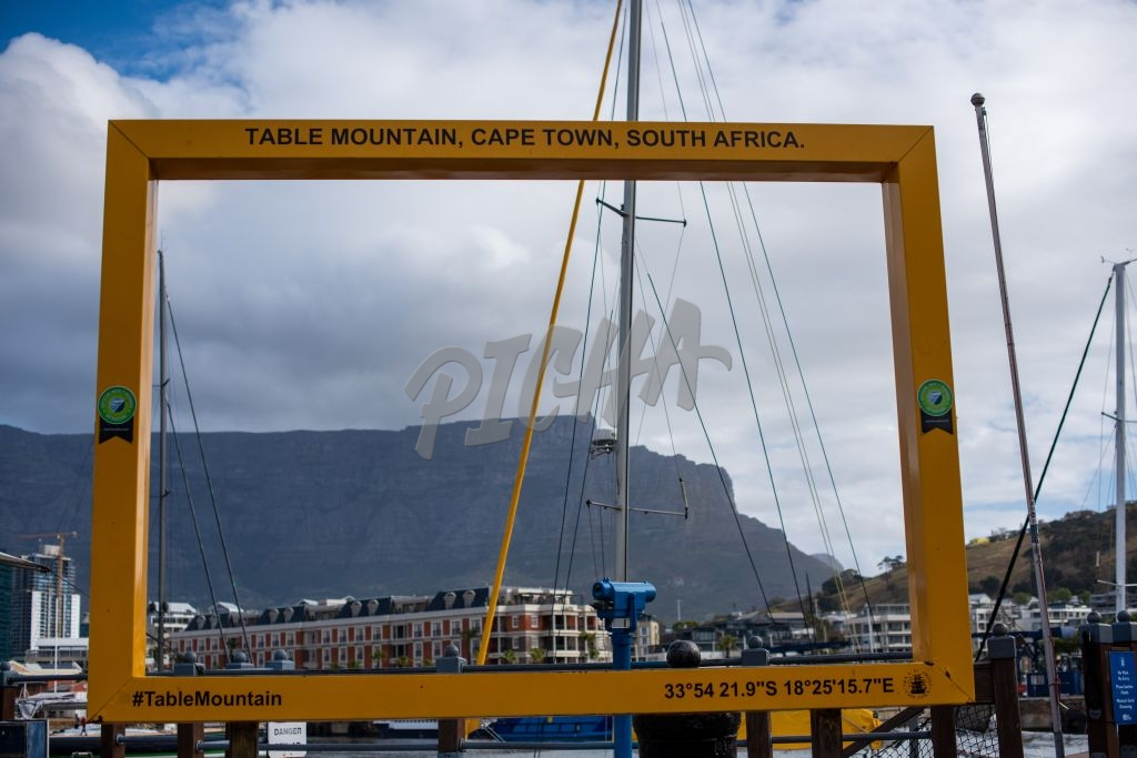 Picture frame in Cape Town with Table Mountain in background