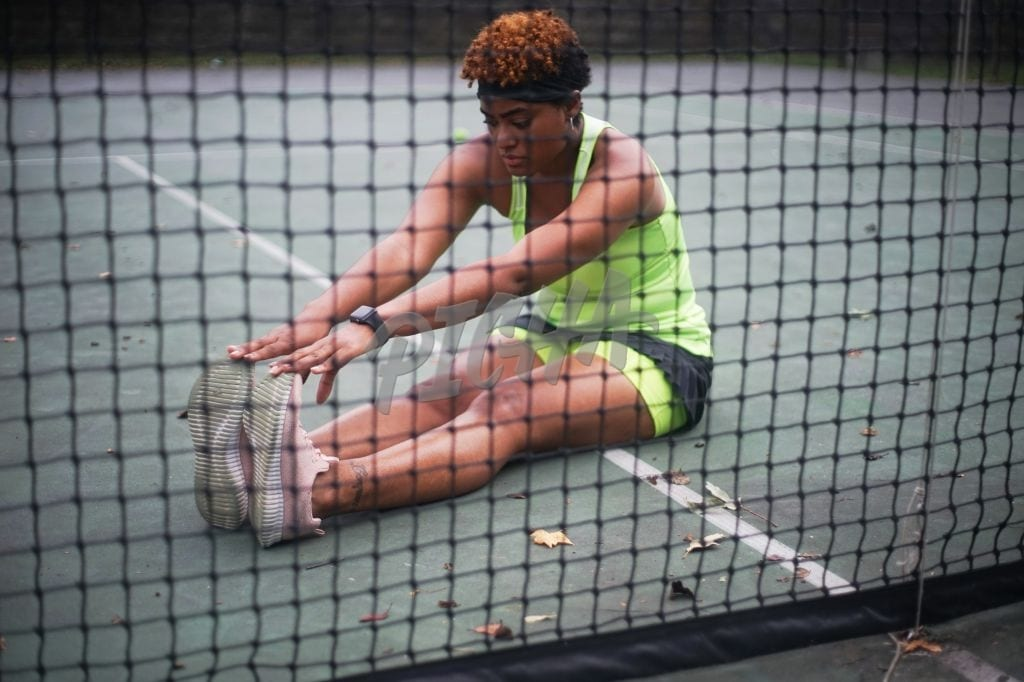 Young black woman plays tennis