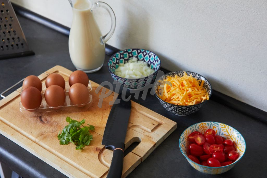 Ingredients to make an omelette