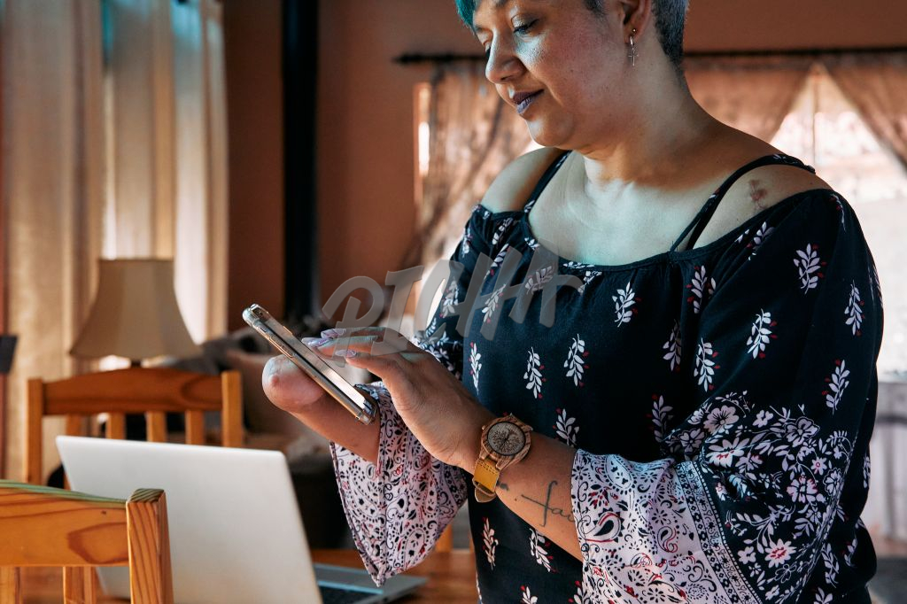 Business woman with one hand working on a cell phone