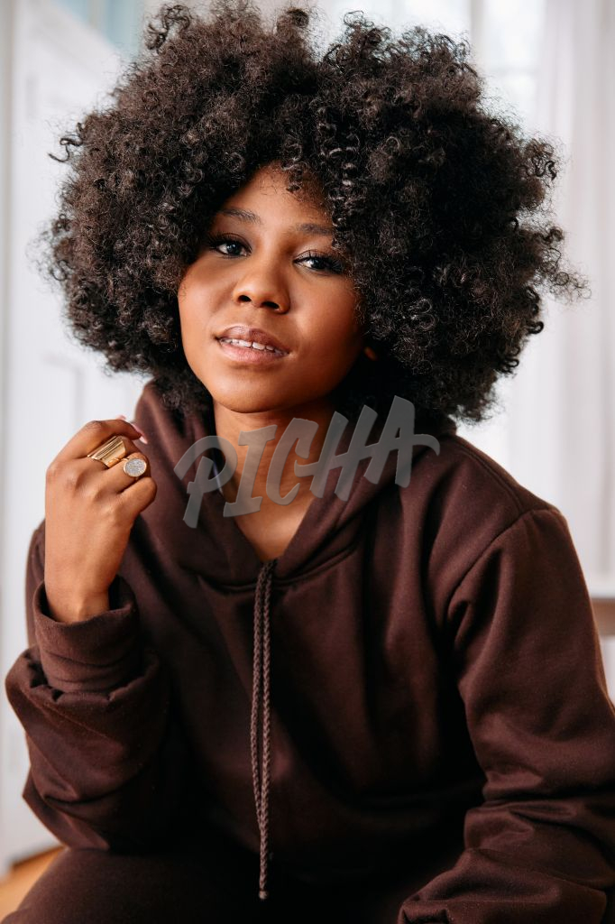 Portrait of a woman with an afro looking at the camera
